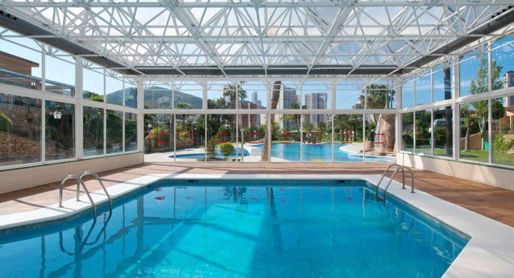 ¿Por qué elegir un camping con piscina climatizada en Benidorm?