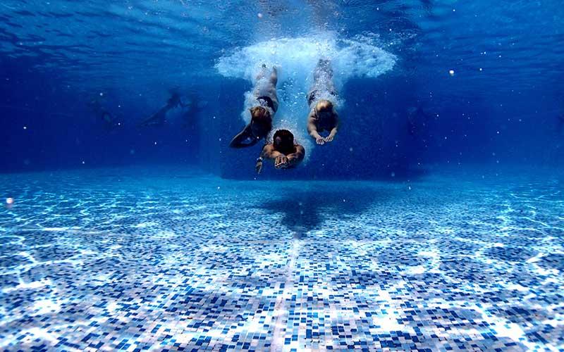 Actividades para niños en el camping con piscina climatizada