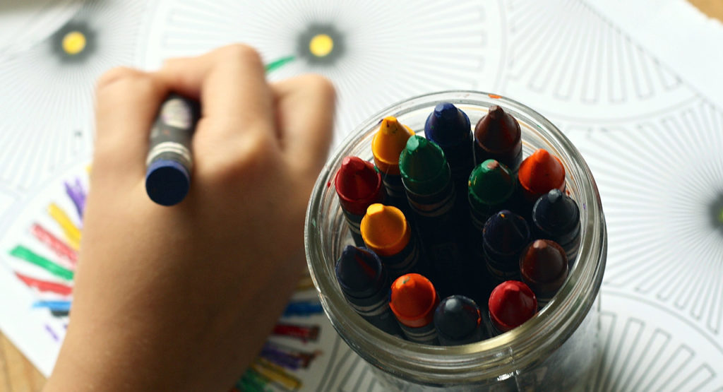 5 manualidades fáciles para niños que triunfan en nuestro Mini Club