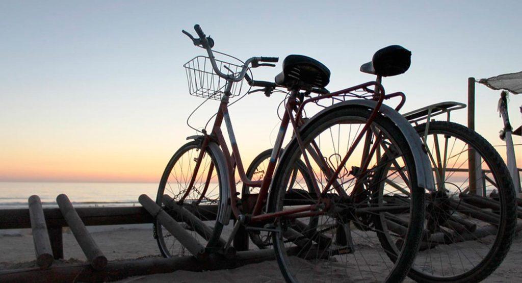 Pedalea en familia por Benidorm con las mejores rutas en bici con niños