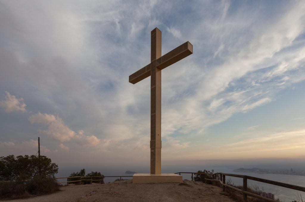 Cruz de Benidorm en la ruta por Sierra Helada