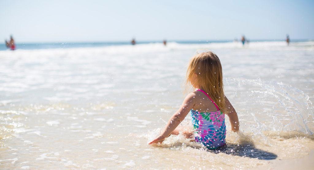 Cómo deben aprender a nadar los niños